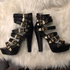Sexy Black Heels With Gold Belts Design